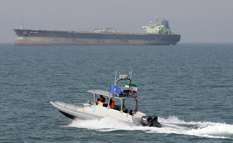 Iranian military speedboats