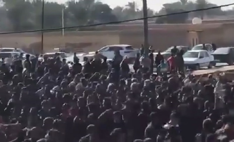 Iranian security forces arrested several people during the funeral of an Arab poet.