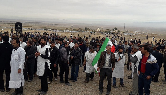 Farmers from the Kharsagan area of Isfahan took to the streets
